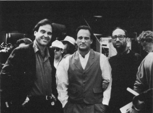 "Оливер Стоун, Джеймс Белуши и Брюс Вагнер на съемках ""Диких пальм"", начало 90-х."